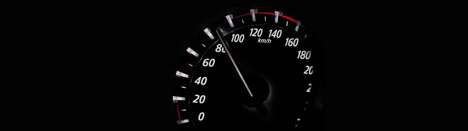 Snelheidsmeter auto techniek